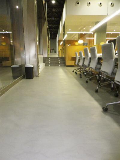 suelos de microcemento gris