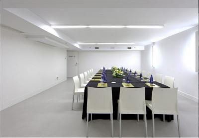 Sala Reuniones Microcemento