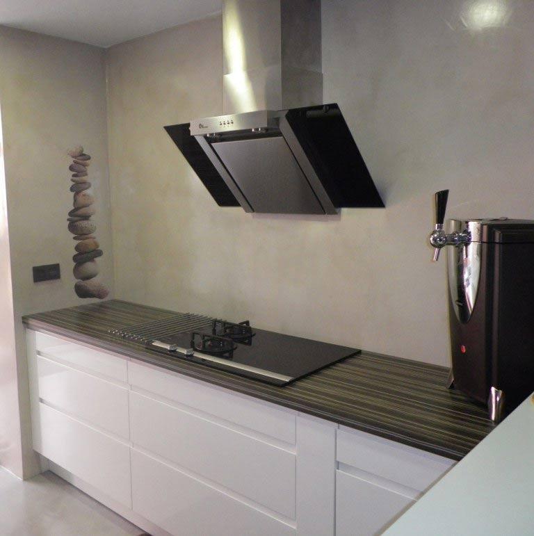 Paredes de cocina de Microcemento Resistone quarzo