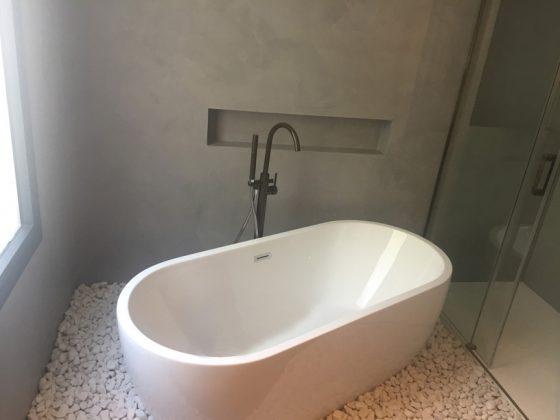 bañera de microcemento madrid